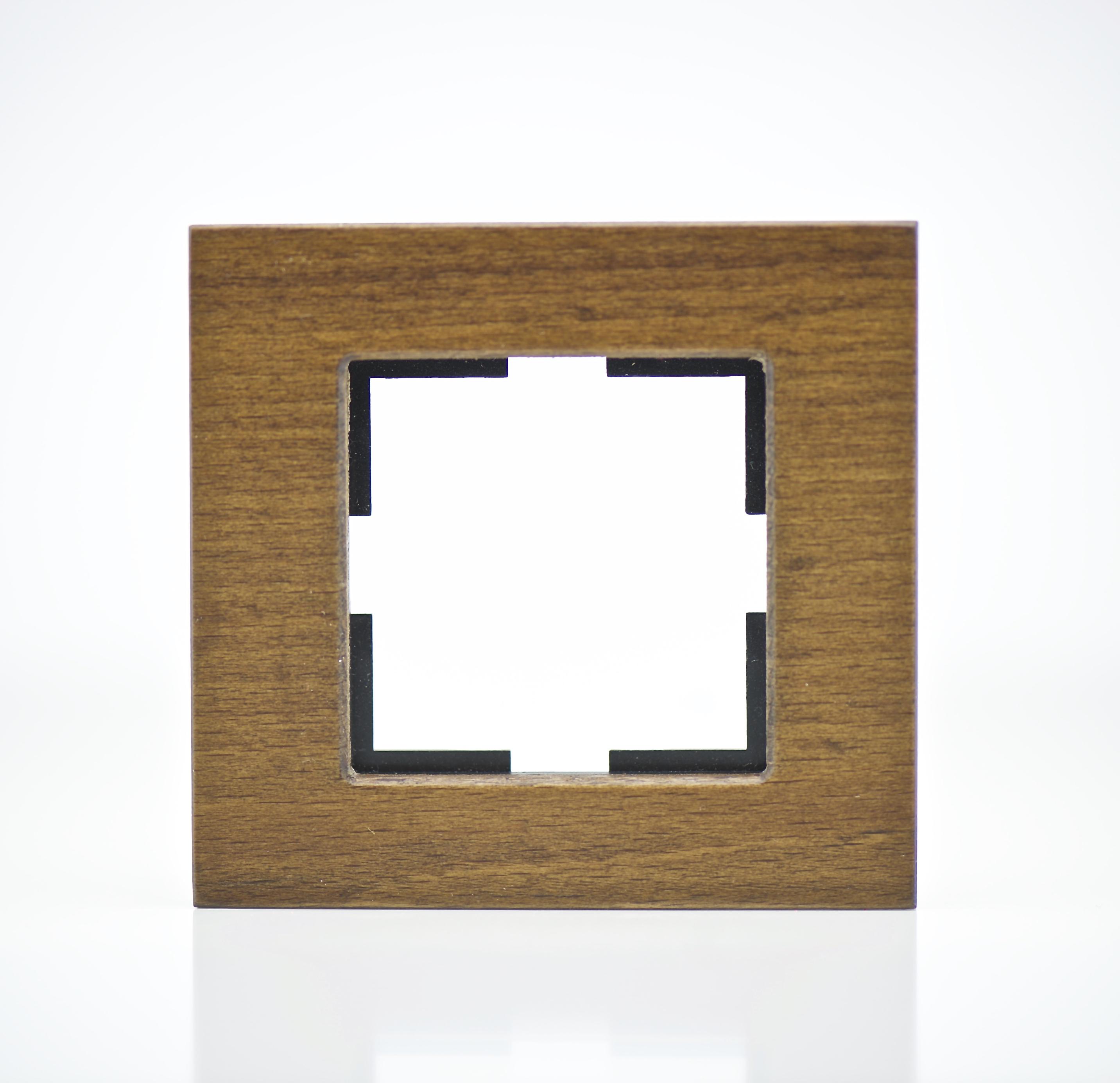 plaque de finition bois massif h tre 1 poste 84x87x10mm distock mat riel lectrique et. Black Bedroom Furniture Sets. Home Design Ideas