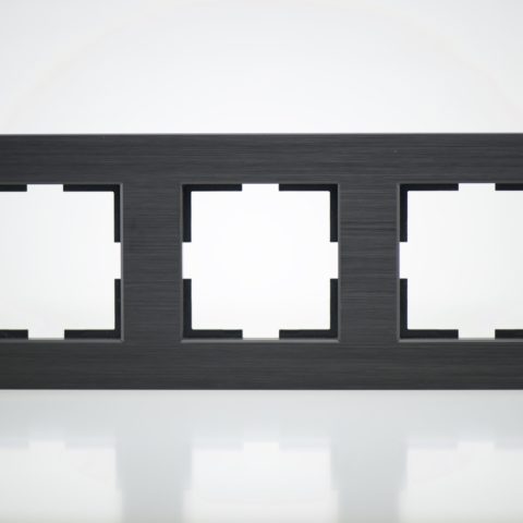 Plaque de finition triple Métal Noir