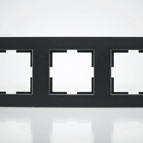 Plaque de finition triple plastique Noir